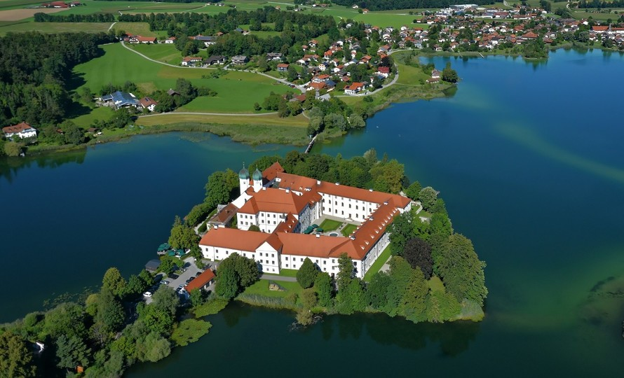 kloster-seeon-seeoner-seen-1518x921.jpg