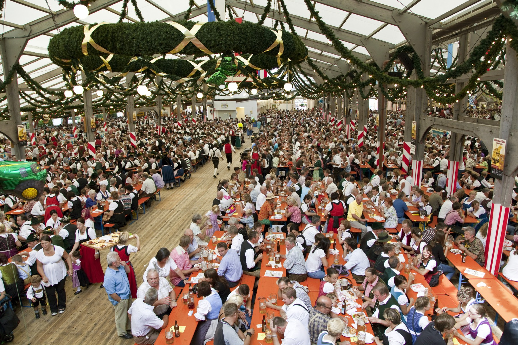 herbstfest-rosenheim-bierzelt.jpg
