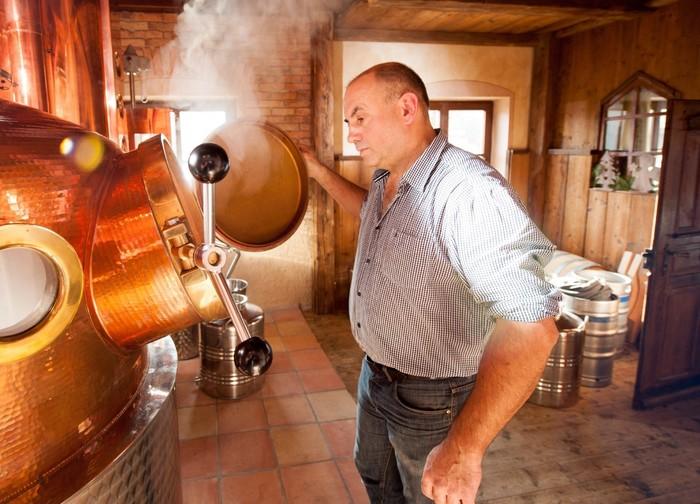 kymseer-whisky-brennkessel-lange-betriebsbesichtigung-1418x1021.jpg