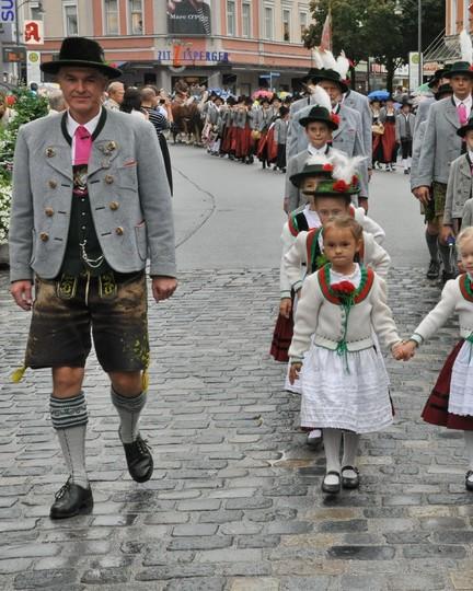 trachtenkinder-rosenheim-umzug-960x1200.jpg
