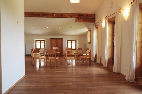 jugendhaus-haslau-meditationsraum.jpg