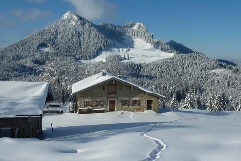 berg-erlebnis-bolland-winter-wanderung-huette-berg.jpg