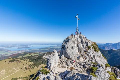 Kampenwand-Gipfelkreuz-Chiemseeblick.jpg