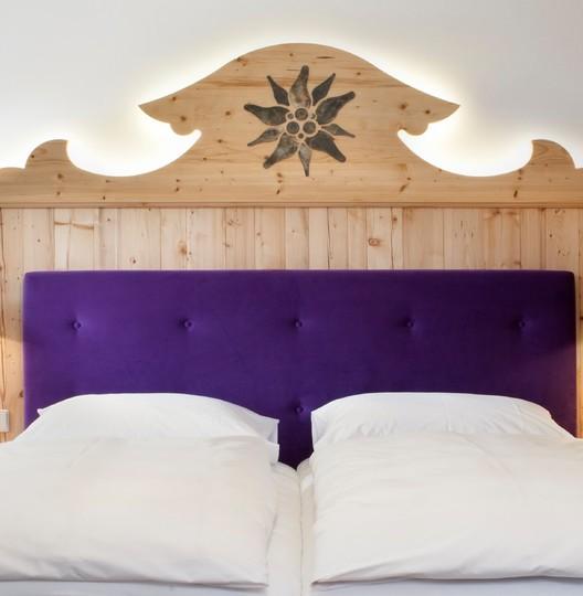 gut-steinbach-hotelzimmer-bett-1174x1200.jpg