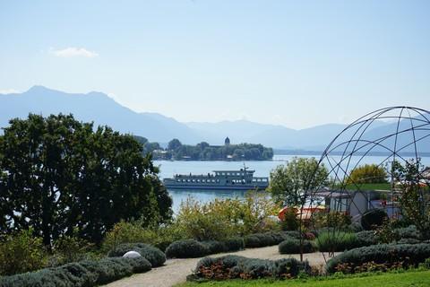Blick-zur-Fraueninsel-von-Gstadt.jpg