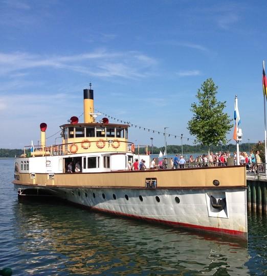 Chiemsee-Schifffahrt-Schaufelraddampfer-1161x1200.jpg
