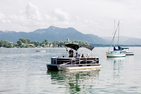 pontoon-boot-chiemsee-fraueninsel(c) Chiemsee Yacht Heistracher.jpg