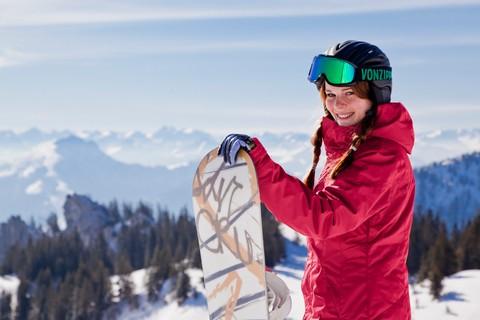 snowboardfahrerin-chiemsee-alpenland.jpg
