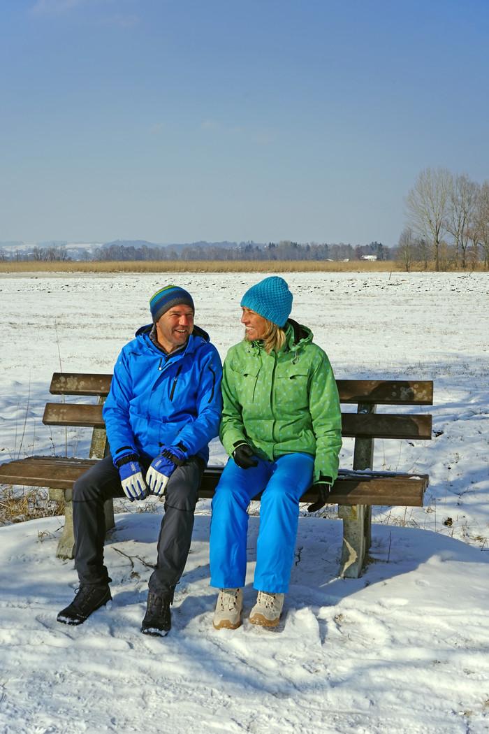 paar-winterwandern-im-schnee-(c)chiemsee-alpenland-tourismus.jpg
