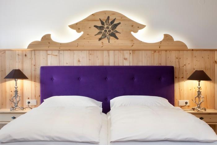 gut-steinbach-hotelzimmer-bett.jpg