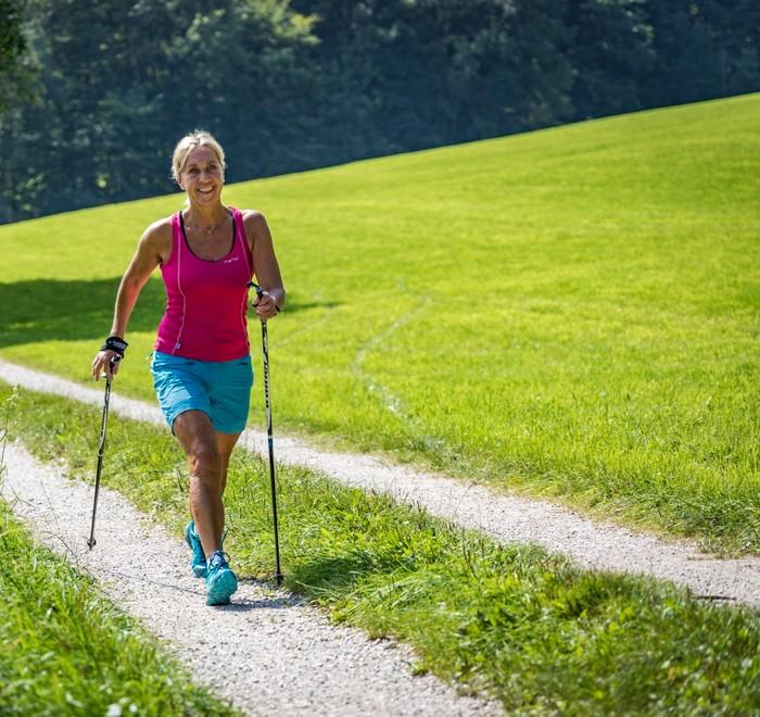 Nordic-Walking-1273x1200.jpg