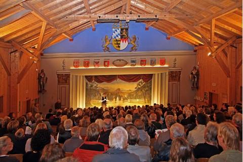 kiefersfelden-volkstheater-innen(C) Kaiser-Reich H.D. Budde.jpg