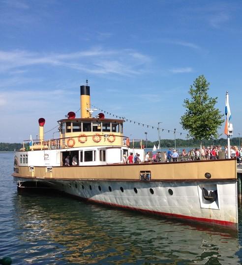 Chiemsee-Schifffahrt-Schaufelraddampfer-1094x1200.jpg