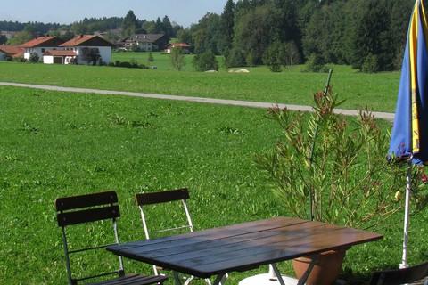 gollenshausen-yachtschule-chiemsee-terrasse.jpg