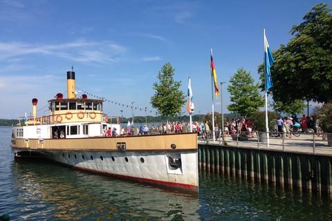 Chiemsee-Schifffahrt-Schaufelraddampfer.jpg