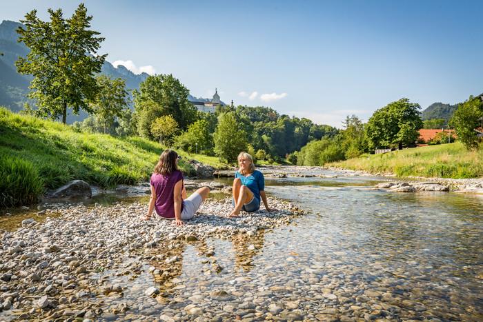 wasser-kneippen-in-aschau-i.chiemgau-(c)chiemsee-alpenland-tourismus.jpg
