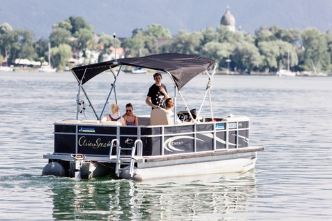 pontoon-boot-chiemsee-fraueninsel-campanile (c) Chiemsee Yacht Heistracher.jpg