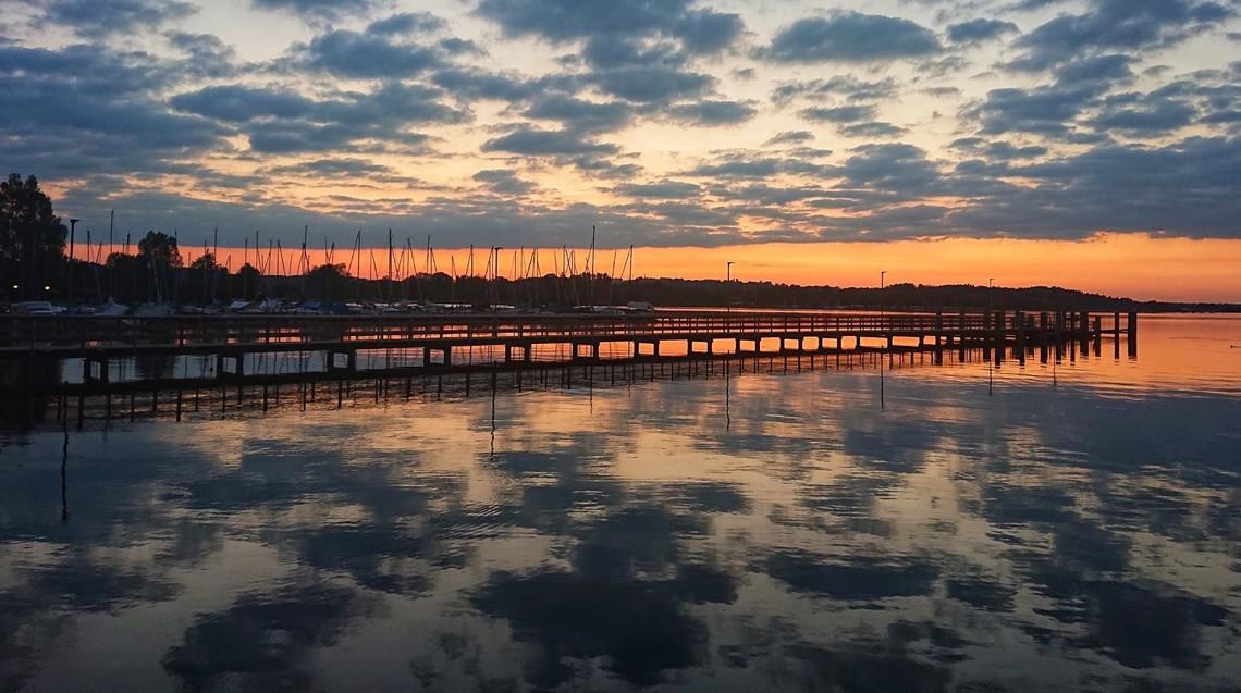 Sonnenuntergang-Chiemsee-1800x1006.jpg