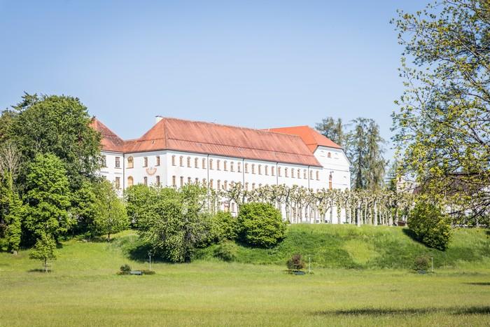 augustiner-chorherrenstift-inseldom-herrenchiemsee-(c)chiemsee-alpenland-tourismus-bayerische-schloesserverwaltung.jpg
