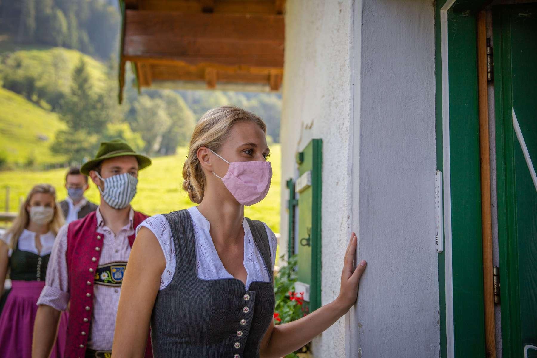 sicherer-urlaub-maske-chiemsee-alpenland.jpg