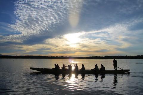 parker-outdoor-drachenboot-rennen-abendstimmung.jpg