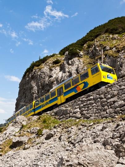 bergbahn-wendelstein-zahnradbahn-833x1110.jpg