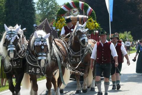 pferdewagen-trachtenumzug.jpg