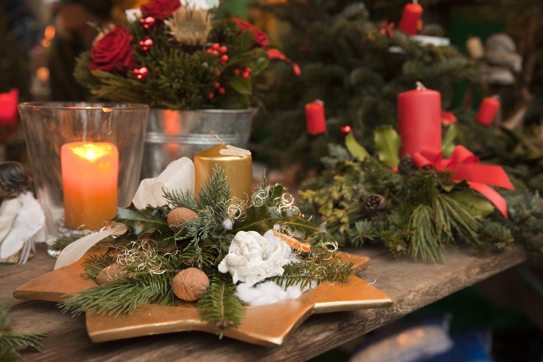 christkindlmarkt-weihnachtsmarkt-weihnachten-advent-kerzen-stern.jpg