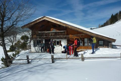 berg-erlebnis-bolland-winter-wanderung-huette-schlitten.jpg