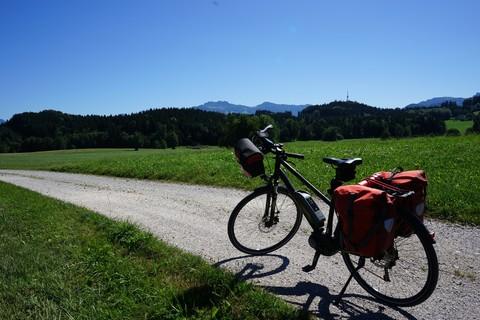 Fernradweg-BayerischeAlpen-Panorama (1).jpg