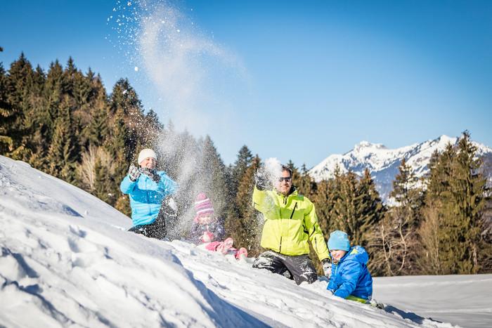 schneeballschlacht-winter-hocheck.jpg