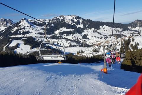 sudelfeld-bergbahn-lift-sessel-skifahren-piste-wintersport.jpg
