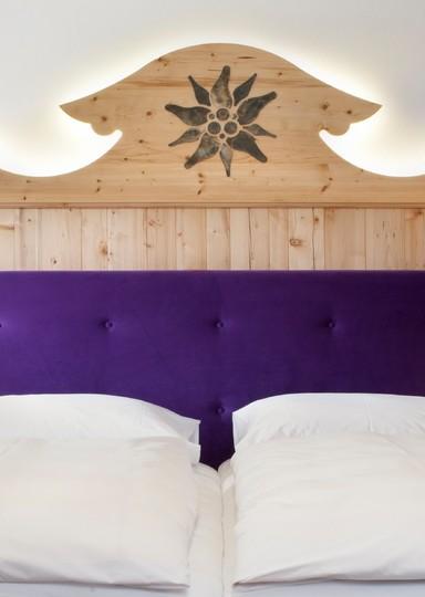 gut-steinbach-hotelzimmer-bett-853x1200.jpg