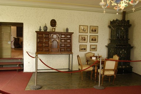 schlossmuseum-amerang-kachelofen.jpg