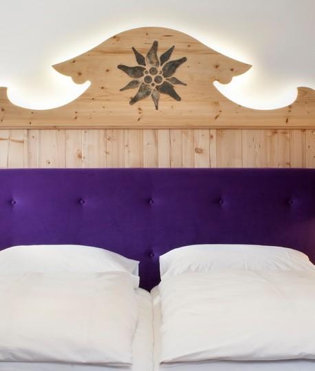 gut-steinbach-hotelzimmer-bett-1017x1200.jpg