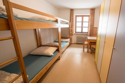 schauerhaus-oberaudorf-stockbetten-schlafraum.jpg