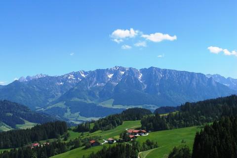 Blick-zahmer-Kaiser-auf-Spitzstein.jpg