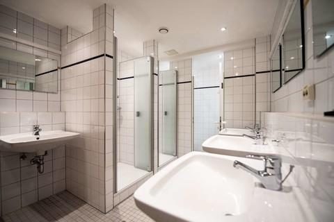 schauerhaus-oberaudorf-sanitaer-badezimmer.jpg