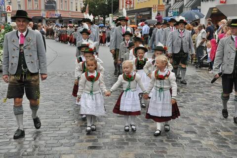 trachtenkinder-rosenheim-umzug.jpg