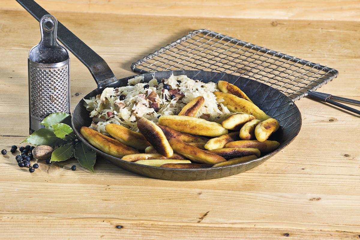 Kartoffelnudeln-mit-Sauerkraut.jpg