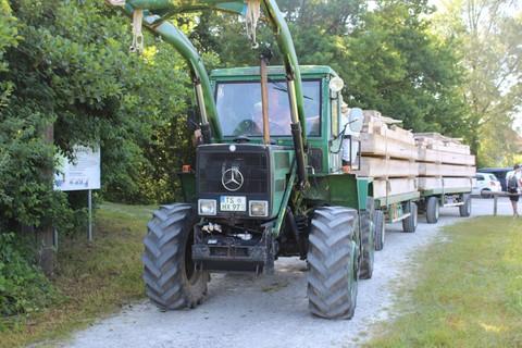 floß-alz-traktor-flossfahrt.jpg
