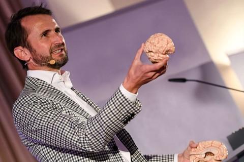 Jakob Lipp - Keynote Speaker, Querdenker und Mentalist (5).jpg