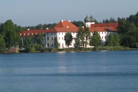 xx-kloster-seeon-fuehrung-klein-groß-see(C) Kloster-Seeon.jpg