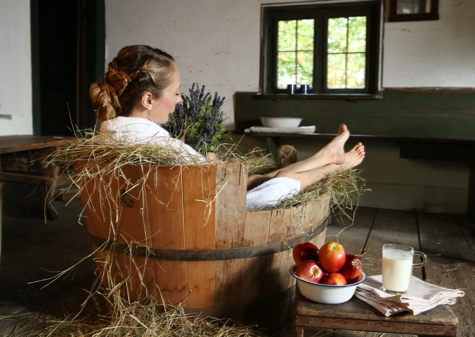 badewanne-heu-apfel-gesundheit-wellness-1692x1200.jpg