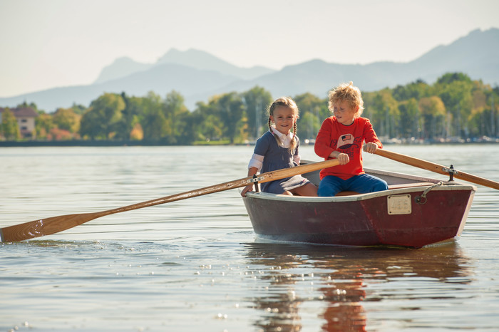kinder-im-ruderboot-chiemsee.jpg