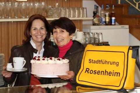 wiesboeck-karin-senioren-fuehrung-barrierefrei-rosenheim-kuchen-kaffee(c) K.W. .jpg
