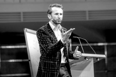 Jakob Lipp - Keynote Speaker, Querdenker und Mentalist (3).jpg